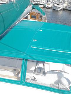 Taud de soleil pour catamaran