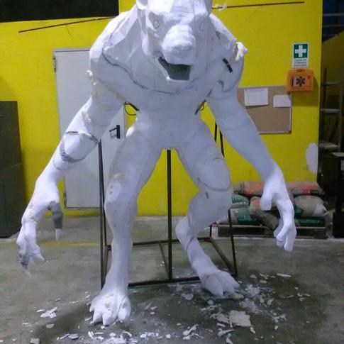 scultura lupo mannaro