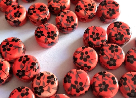 Porcelain Rounds Red & Black Daisy x10pc