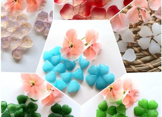Small Glass Heart Petals x 20pc - 15x13mm
