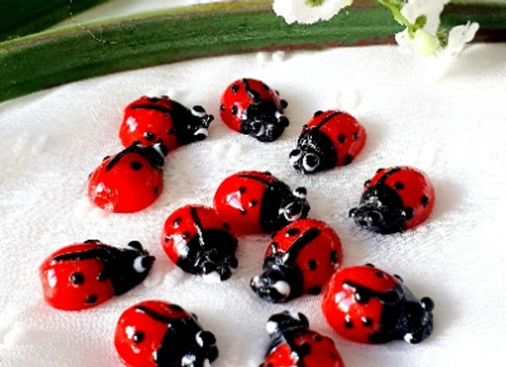 Small Lady Bug Glass Beads - Ladybugs x 20pc Red