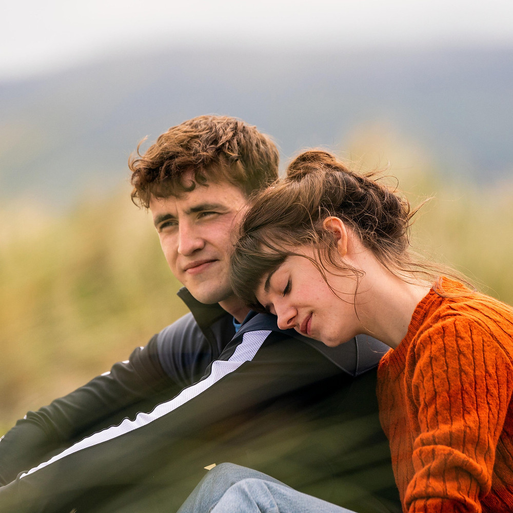 Paul Mescal and Daisy Edgar-Jones in 'Normal People' making hearts melt (Credit: BBC).