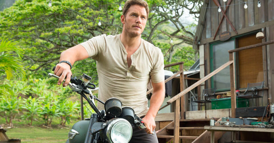 Chris Pine showing off his swag in Jurassic World (Credit: Universal Pictures).