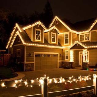 Suwanee Christmas lighting and groudn li