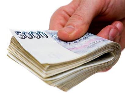 Lidé často řeší dluhy tak, že se ještě více zadlužují