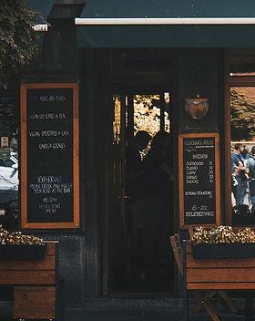 street-cafe-4472312_1920_edited_edited.j