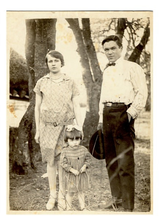 Janina z rodzicami, ok. 1928r. Fot. AIPN