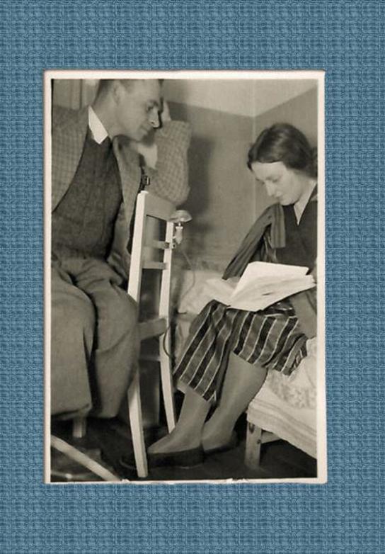 Witold Pilecki i Eleonora Ostrowska w mieszkaniu na Żoliborzu lata 40. Fot. Zbiory rodziny Pileckich