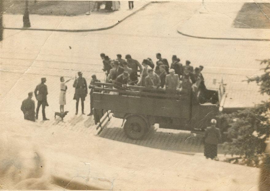 Uliczna łapanka na Żoliborzu 1941 r. Fot. Wikipedia