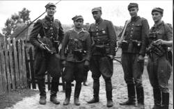 Kadra V Brygady Wilenskiej pierwszy z pr