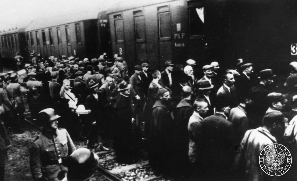 Pierwszy transport do KL Auschwitz, dworzec w Tarnowie, 14 czerwca 1940 r. Fot. AIPN
