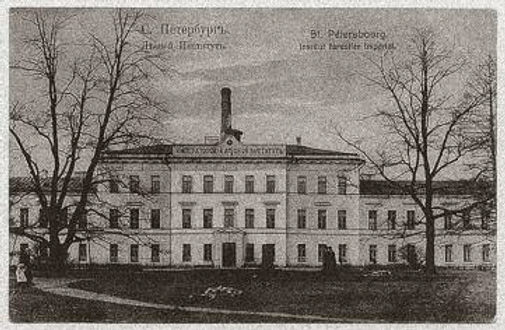 Instytut Leśny w Petersburgu na pocztówce z pocz. XXw. Fot. Wikipedia