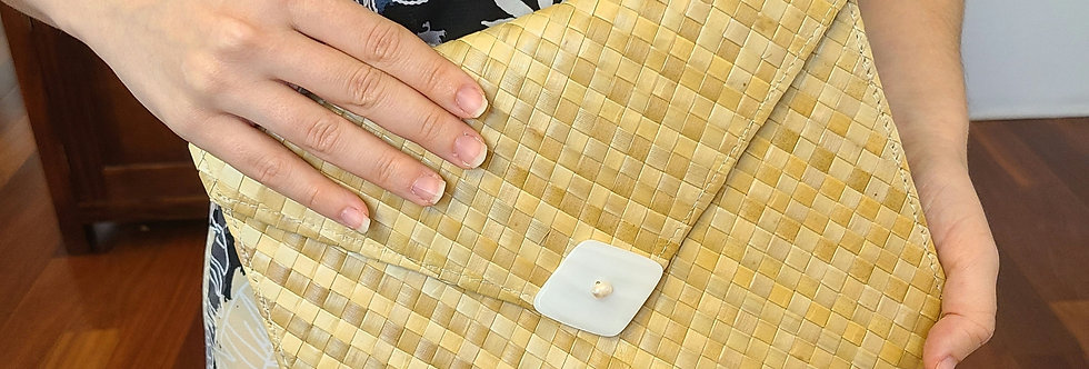 Laulaha Clutch with White Mother of Pearl Shell