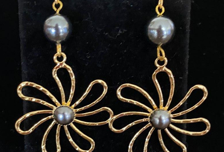 Gold Tiare Flower Earrings With or Without / Pearls