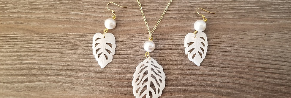 White Leaf Mother of Pearl Shell w/ White Pearls