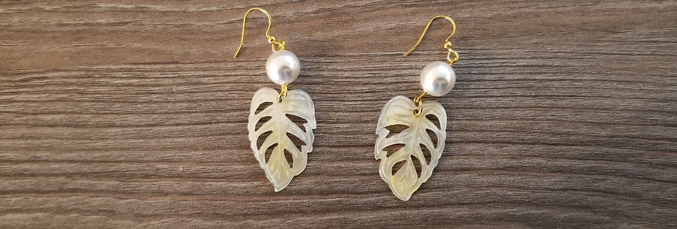 Cream Monstera Mother of Pearl Shell Earrings w/ White Pearls