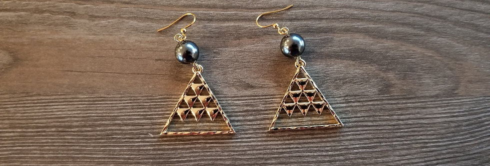 Mauna Pattern Earrings with Pearl
