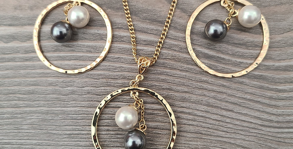 White and Black Pearl Hoop Twisted Necklace Chain and Earring Set (24-26in)