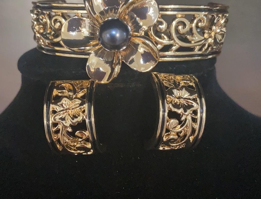 Plumeria Mother of Pearl Bangle (Size 7-8) & Studs Set