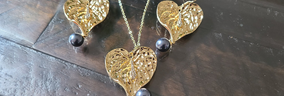 Large Heart Anthurium (lacefeaf) Earring and Necklace Set