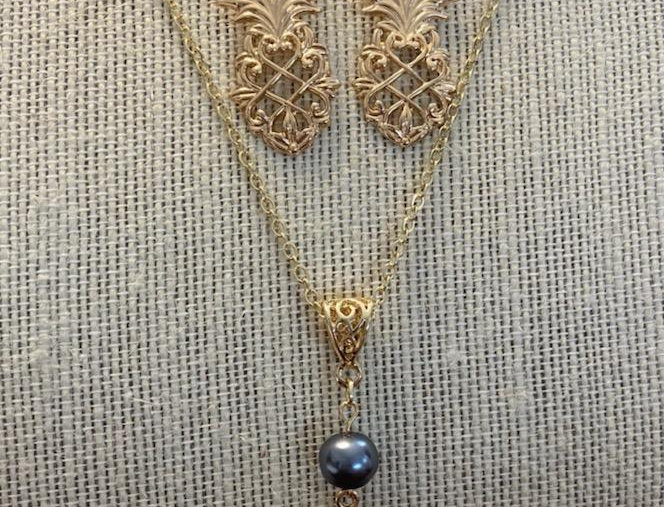 Pineapple Cut Out Necklace w/Pearl and Earring Set