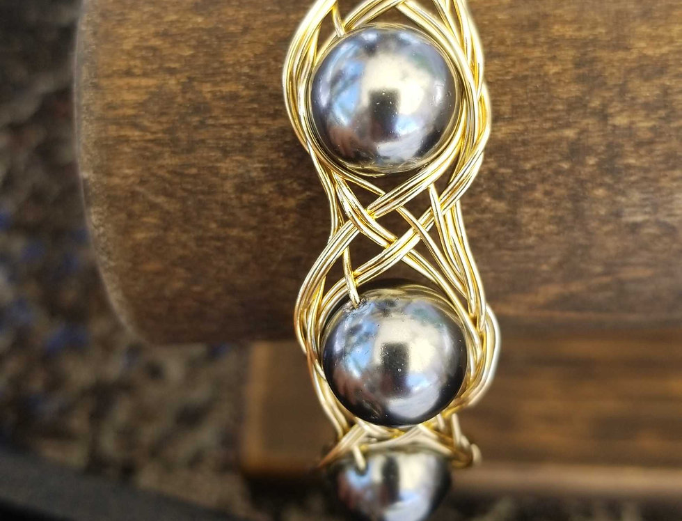 Large Mother of Pearl (Dark Grey Pearls) Wire Clasp Bangle