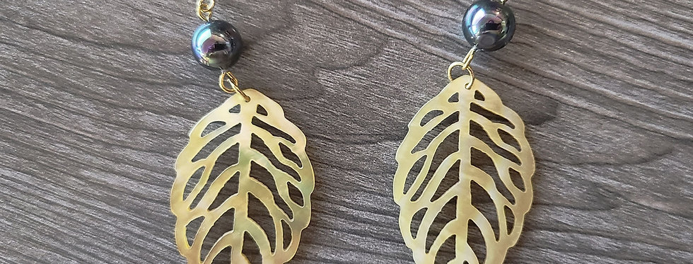 Monstera Cream Leaf Mother of Pearl Shell Earrings