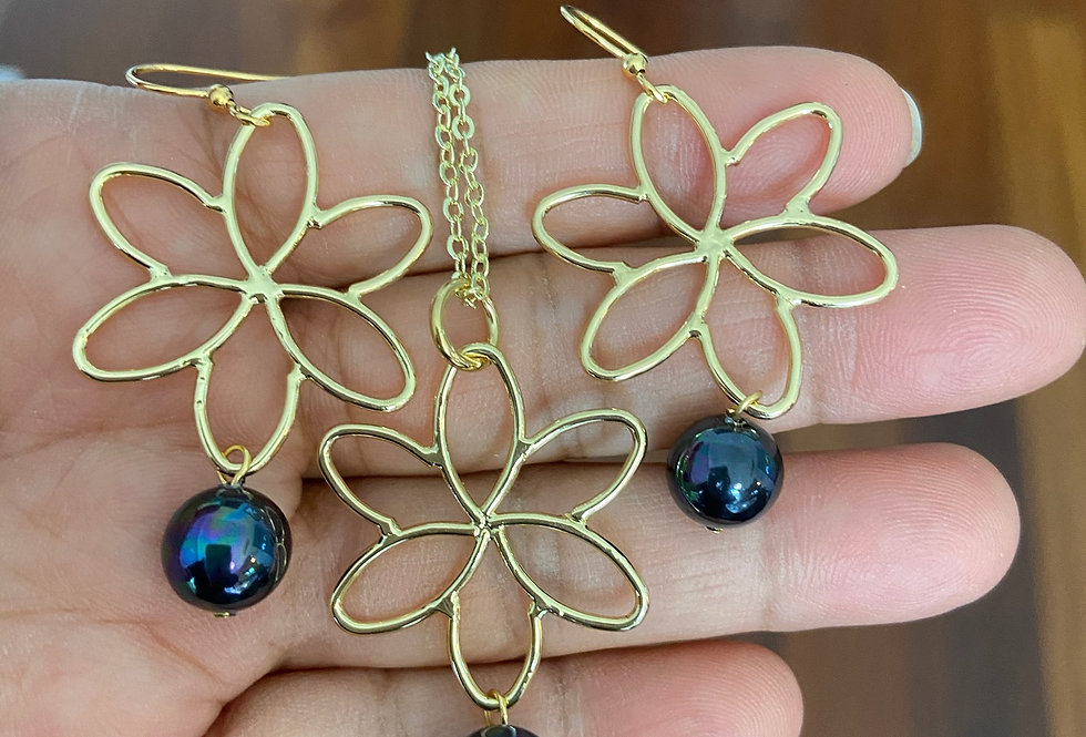 Flower Cut Out Earring and Necklace Set
