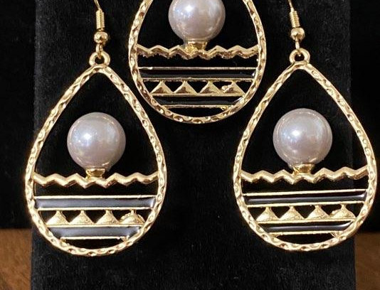 White Pearl Over Horizon Earring and Necklace Set