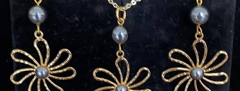 Plumeria Center Pearl Earring and Necklace Set