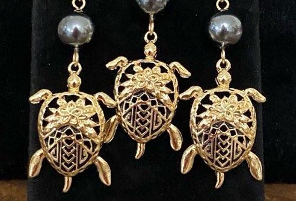 Turtle Tatoo Honu Plumeria Shell Earring and Necklace Set