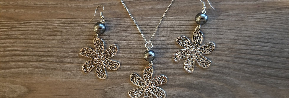 Silver Tiare Earring and Necklace Set