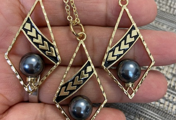 Diamond Tribal Centered Pearls Earring and Necklace Set