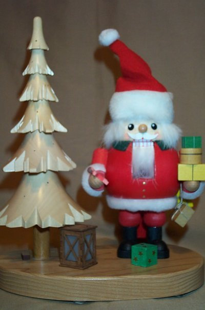 Santa w/Christmas Tree     52618