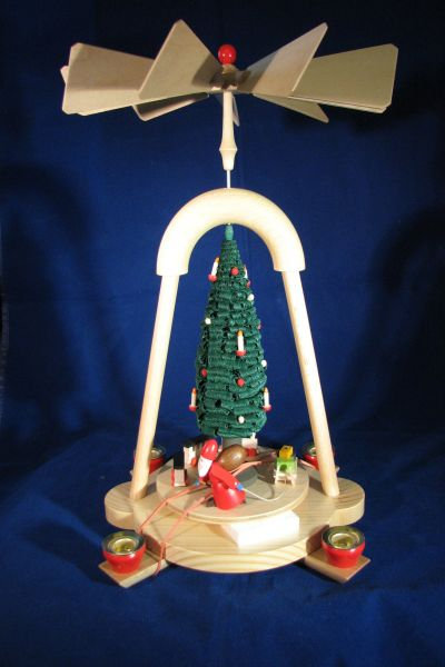 Santa w/Train Pyramid