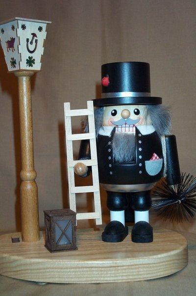 Chimney Sweep w/Light Pole     52619