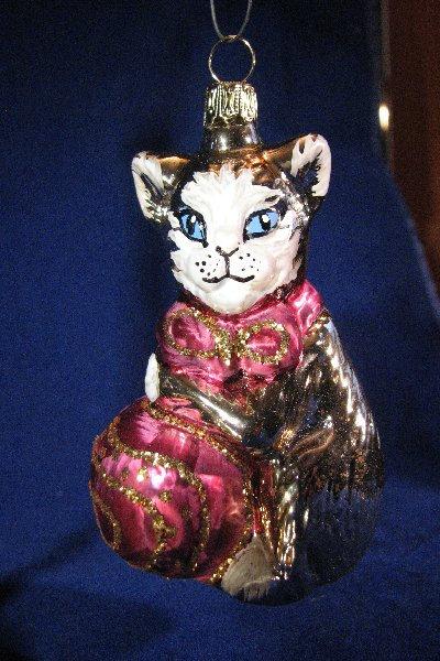 Silver & Red Cat     A07-148B