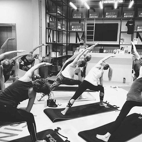 Groepslessen_online yoga_bodymonk.jpg