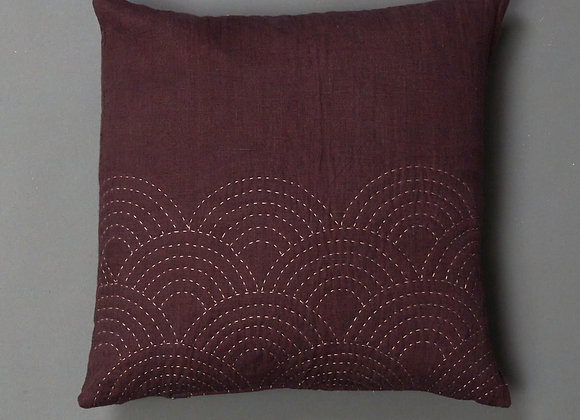 Clamshell Cushion in Plum