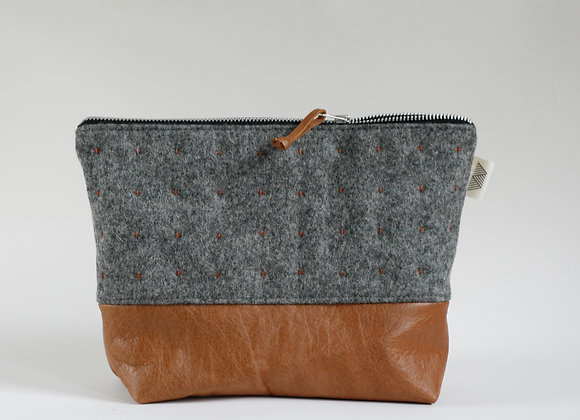 Plus Pouch in Wool and Leather