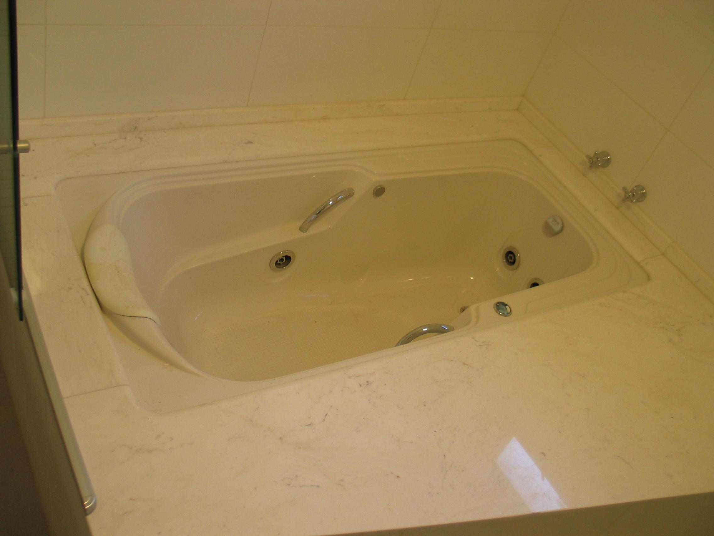 Banheira em Mármore Branco Piguês.