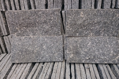 Pedra Miracema Serrada  230 x 115 mm