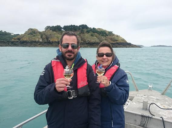 Dégustation d'huîtres et Muscadet à bord du bateau, sur demande.