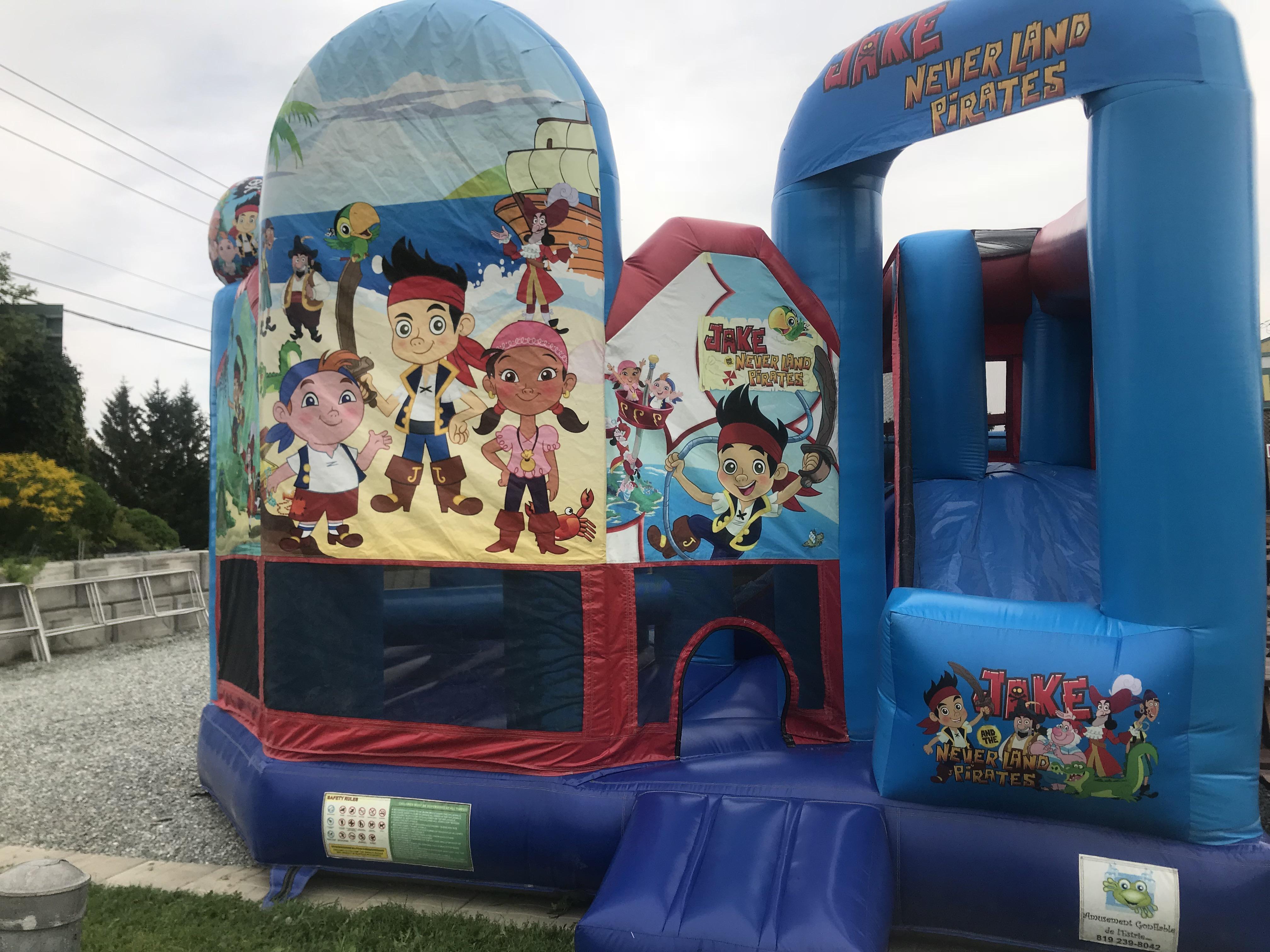 Jeux gonflables au verger La Pommalbonne à Compton