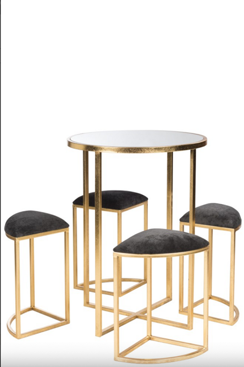 Mesa alta com bancos em metal