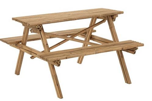 Mesa com bancos em bambu