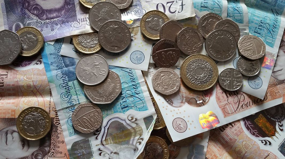 how much does a UK private investigator make?