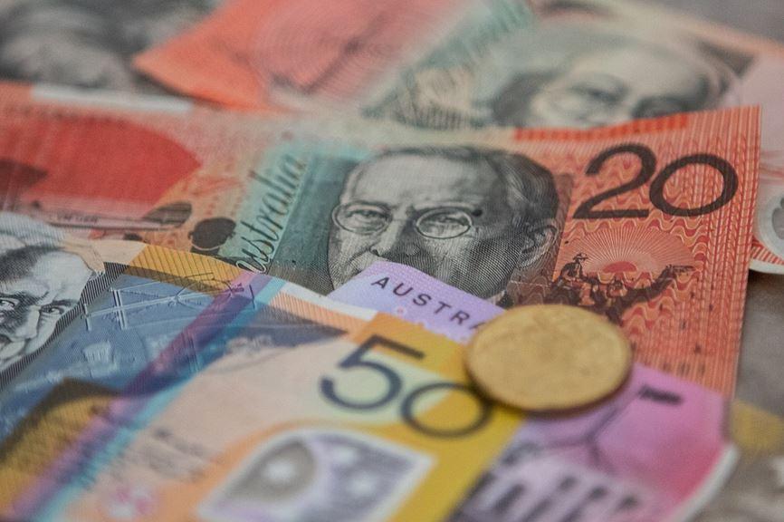 how much does an Australian PI make?