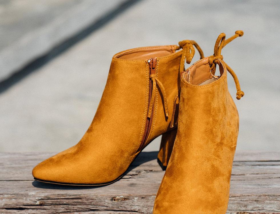 เช่ารองเท้าบูท หญิง รุ่น YEAR