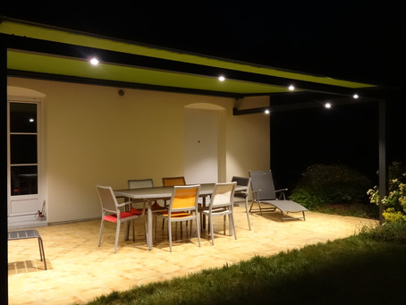 De jour comme de nuit, la pergola ID2 VIP vous protège et éclaire vos soirées !